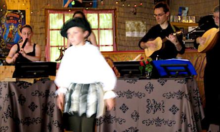 <titrephoto>photos</titrephoto> et <titrephoto>vidéo</titrephoto> : concert dansé par <em>À Plaisir</em> (dir. Cyril Gilbert) à la guinguette «P'tit Robinson»