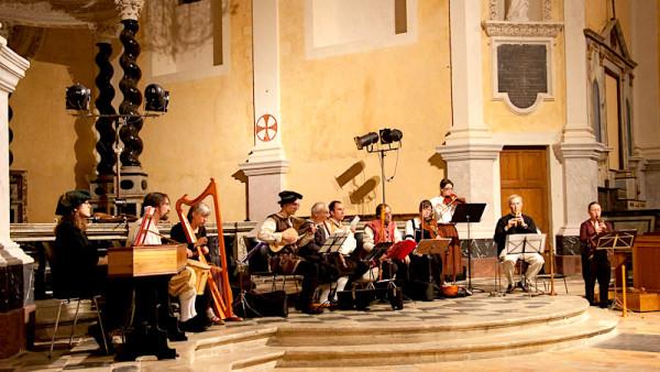 <titrephoto>photos</titrephoto> : <em>À Plaisir</em> (dir. Cyril Gilbert) à la fête de la musique à la chapelle de l'Oratoire (Le Mans)
