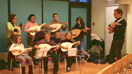 <titrephoto>photos</titrephoto> et <titrephoto>article</titrephoto> : concert de luths et lecture (classe de luth de l'École Municipale de Musique, prof. Cyril Gilbert)