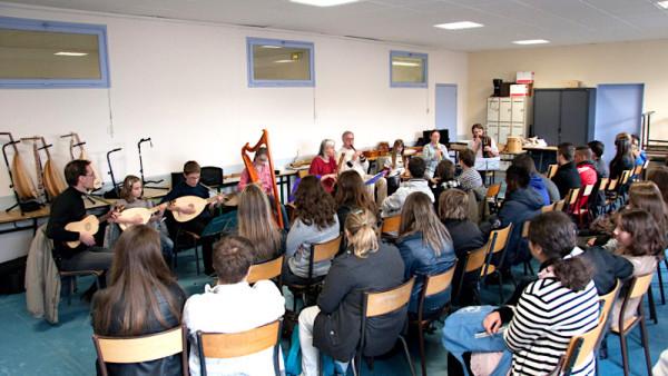 <titrephoto>photos</titrephoto> et <titrephoto>article</titrephoto> : <em>À Plaisir</em> (dir. Cyril Gilbert), au lycée pour la semaine de l'art