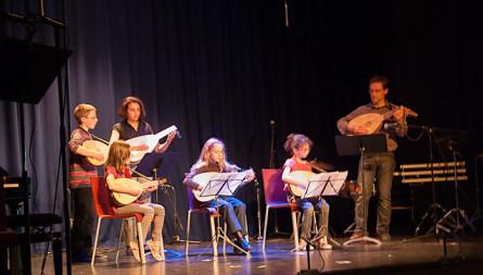 <titrephoto>photos</titrephoto> : interventions des élèves de luth à l'Ecole Municipale de Musique (prof. Cyril Gilbert)