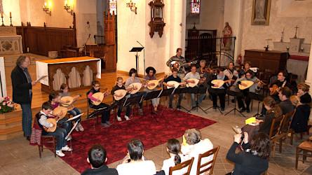 <titrephoto>photos</titrephoto>, <titrephoto>vidéo</titrephoto> et <titrephoto>article</titrephoto> : concert de luths (prof. Cyril Gilbert) à l'église St Germain d'Yvré l'Evêque (Sarthe)