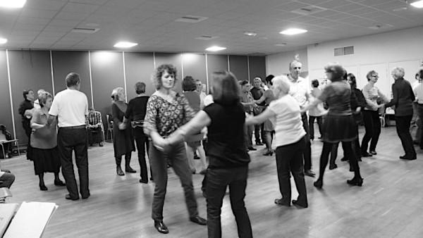 <titrephoto>photos</titrephoto> : Accompagner les gens à la danse …