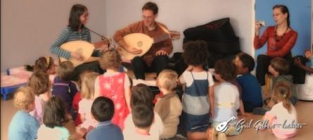 <titrephoto>photos</titrephoto> et <titrephoto>articles</titrephoto>: intervention et présentation des luths aux petits élèves de l'école élémentaire Clairefontaine (Le Mans)