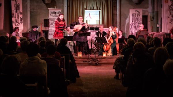 <titrephoto> photos </titrephoto>et<titrephoto> vidéos</titrephoto> : concert de musique autour de l'Espagne à l'église de Parigné l'Évêque (Sarthe) par <em>À Plaisir</em> (dir. Cyril Gilbert)