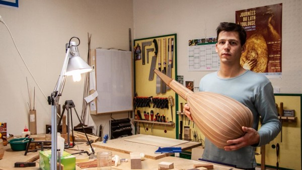 <titrephoto>portofolio</titrephoto> : visite dans l'atelier du luthier Nicolas Petit à Tours