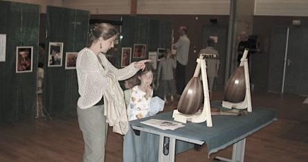 <titrephoto>photos</titrephoto> : exposition de lutherie, de livres anciens lors des 2ème rencontres autour du luth.
