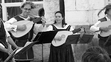 <titrephoto>photos</titrephoto> : journées du patrimoine avec <em>Naïades et Ballades</em> (dir. Pascale Boquet) dans la cours du CRR de Tours