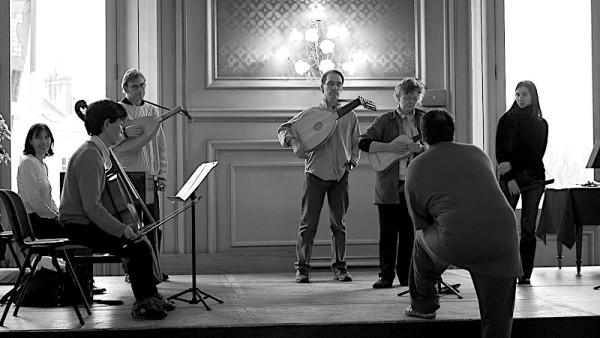 <titrephoto>photos</titrephoto> : préparation au bal Renaissance de <em>Musica Ficta</em> à la mairie de Tours