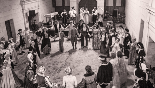 <titrephoto>portofolio</titrephoto> : Bal renaissance par la <em>Cie Outre Mesure</em> au château de Chambord
