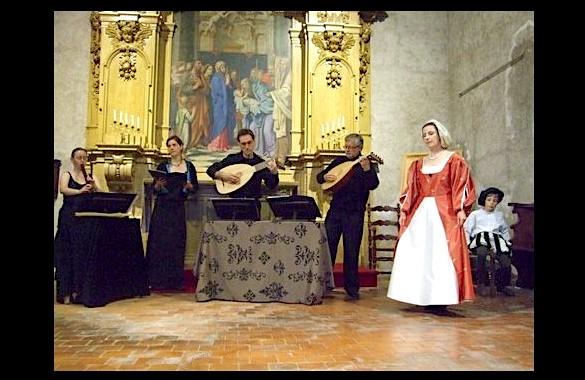 <titrephoto>photos</titrephoto> et <titrephoto>vidéos</titrephoto> : <em>À Plaisir</em> (dir. Cyril Gilbert) joue lors de la fête de la musique à la chapelle St Michel de Tours