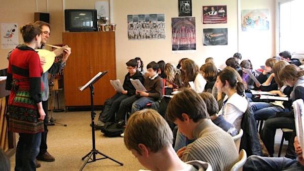 <titrephoto>photos</titrephoto> et  <titrephoto> article</titrephoto> : intervention au collège pour chanter Ronsard (<em>À Plaisir</em>)