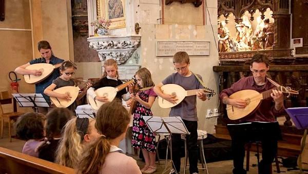 <titrephoto>photos</titrephoto> : concert d'<em> À Plaisir </em>(dir. Cyril Gilbert) à l'église de Savigné l'Evêque (Sarthe)