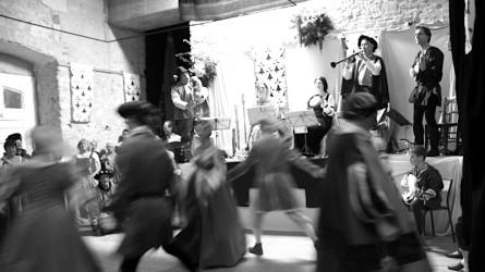 <titrephoto>photos</titrephoto> : participation à un bal renaissance à l'abbaye de la Roë  (Mayenne)
