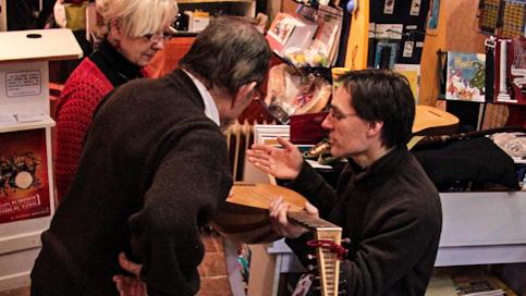 <titrephoto>photos</titrephoto> : musique à la librairie musicale du Pilier aux Clefs (cité Plantagenêt, Le Mans)