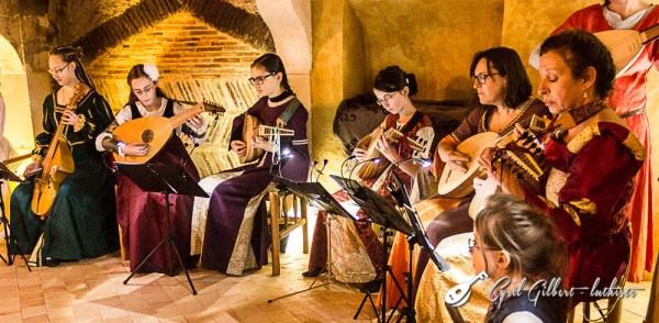 <titrephoto>photos</titrephoto> : <em>À Plaisir</em> (dir. Cyril Gilbert) en concert au manoir de la Cour à Coudrecieux (Sarthe)