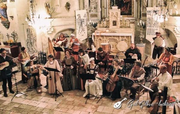 <titrephoto>photos</titrephoto> et <titrephoto>article</titrephoto> : <em>À Plaisir</em> (dir. Cyril Gilbert) en concert à l'église St-Martin de la Bruère-sur-Loir (Sarthe)