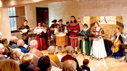 <titrevideo>photos</titrevideo> et <titrevideo>vidéos</titrevideo> de concert : <em> À Plaisir </em> (dir. Cyril Gilbert), concert de musique espagnole au manoir de la cour de Coudrecieux