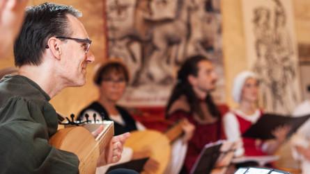 <titrephoto> photos </titrephoto>et<titrephoto> vidéos</titrephoto> : concerts au Manoir de la Cour d'Asnières-sur-Vègre en Sarthe (<em>A Plaisir</em>, dir. Cyril Gilbert)